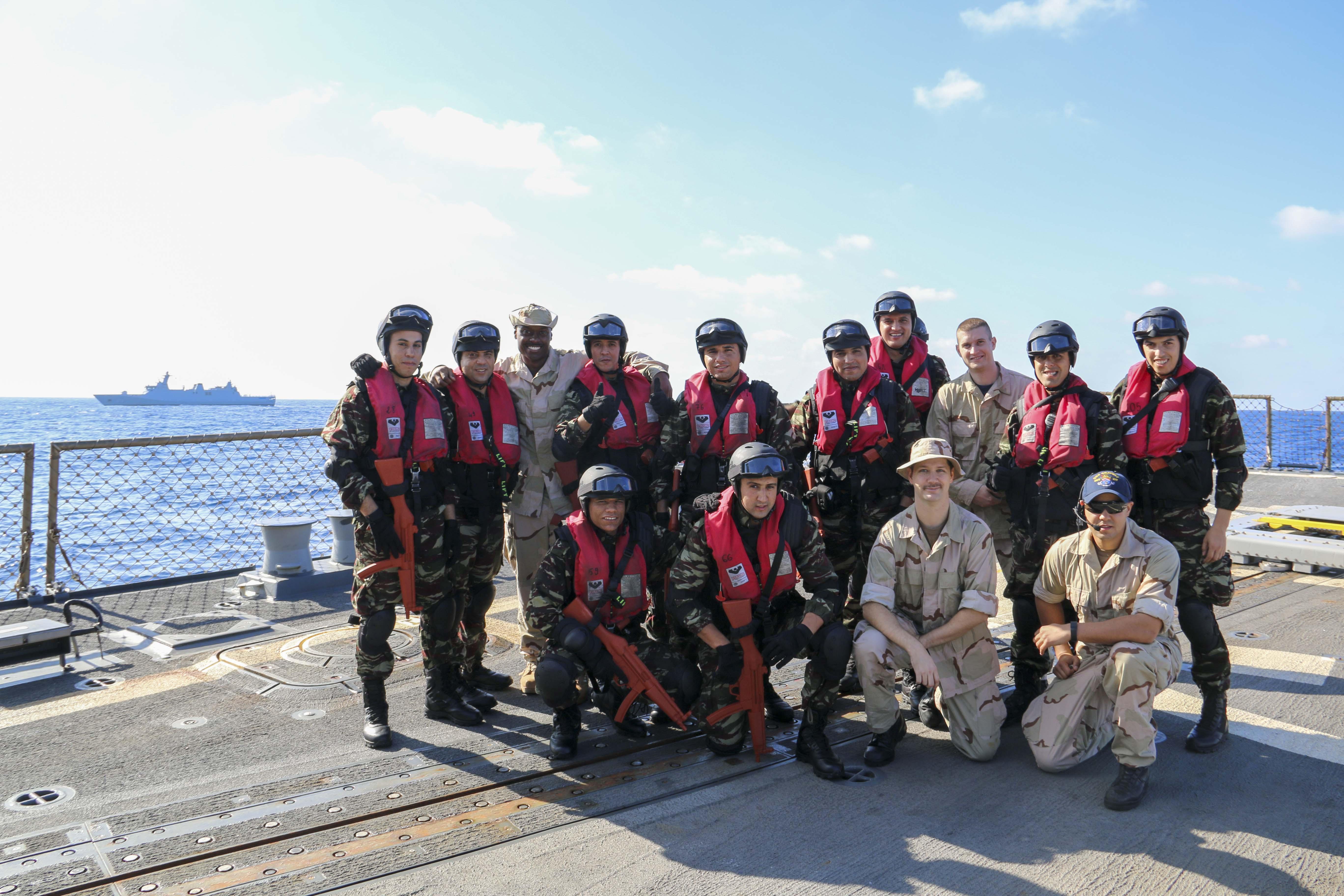 Passex 2015 : USS Gravely en exercice avec la frégate RMN Sultan Moulay Ismail  23401675932_4b575591d0_o