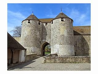 Porte du chateau de Dourdan