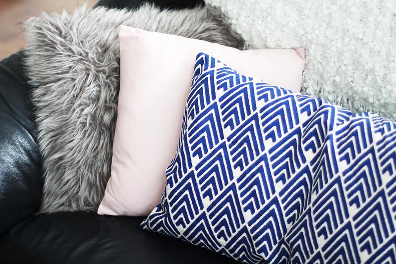 sinistä ja pinkkiä koristetyynyt blogi 4