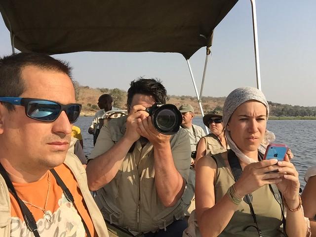 Haciendo un safari en lancha por el río Chobe durante nuestro viaje a Botswana