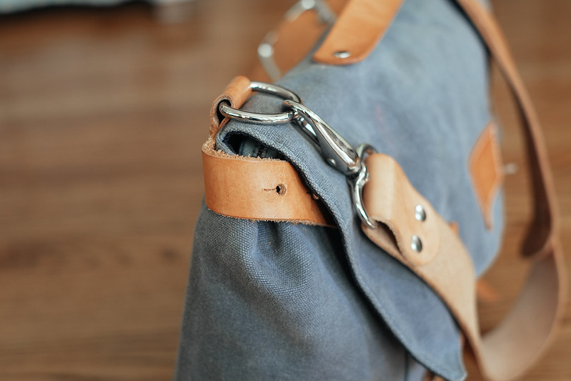 Ugmonk Messenger Bag shoulder strap and swivel clip