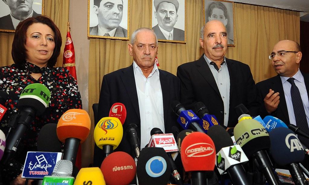 2013年夏天,全國對話四重奏主動與各政黨展開一系列政治協商,穩定了政治局勢,左起分別是UTICA主席柏倩美伊(Wided Bouchanmaoui)、UGTT秘書長阿巴西(Houcine Abbassi)、LTDH主席本.莫沙( Abdessattar ben Moussa)以及ONAT主席瑪莫德(Mohamed Fadhei Mahmoud)。(照片版權: Fethi Belaid/AFP/Getty Images)