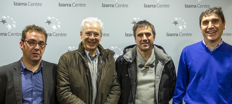 La foto muestra a Abascal, Totorika, De los Toyos y Albistegi en Izarra