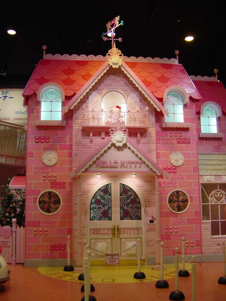 Hello Kitty House hello kitty house | outside of hello kitty's house. puro pur