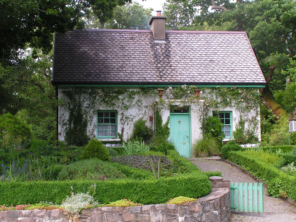 Irish cottage this is the gardeners cottage at glenveagh for Migliori piani casa del cottage