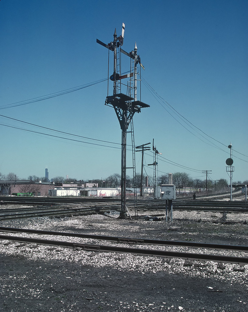 Signal At Ash Street Tower Chicago Il April 19 1988