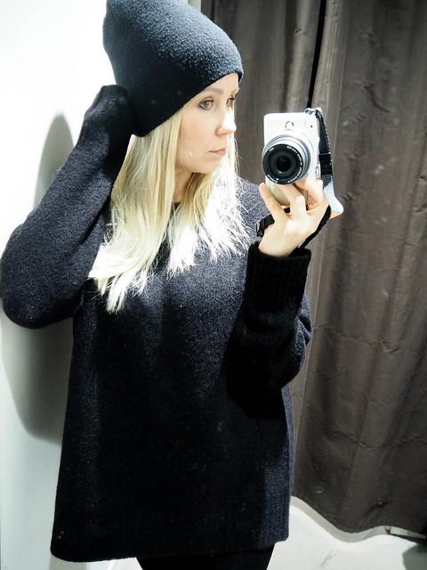 PB258349.jpgBlackOutfit, PB258346.jpgALlBlackOutfit, black outfit, musta asu, kokonaan musta asu, rento, casual, comfy, mukava, lämmin, warming outfit, oversized black sweater, paksu musta väljä neule, clothes, vaatteet, black friday, musta perjantai, talvi, winter, syksy, autumn, fall, asua, fashion, muoti, olympus pen epl, kamera, camera, zara musta neule, hm musta pipo, black beanie, black chunky oversized sweater,