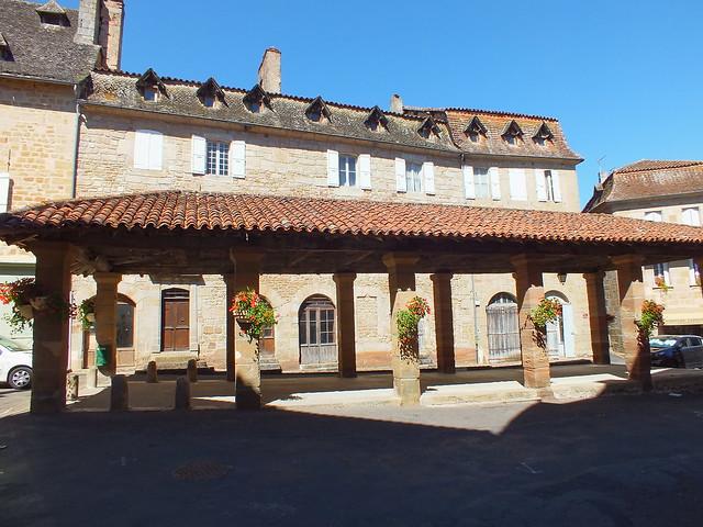 [143-003] Lacapelle-Marival - La halle du XVe siècle