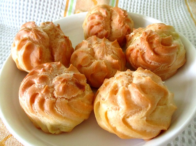 Uncle Bakery cream puffs