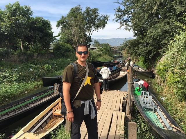 Sele en el embarcadero de Nyaungshwe (Lago Inle, Myanmar)
