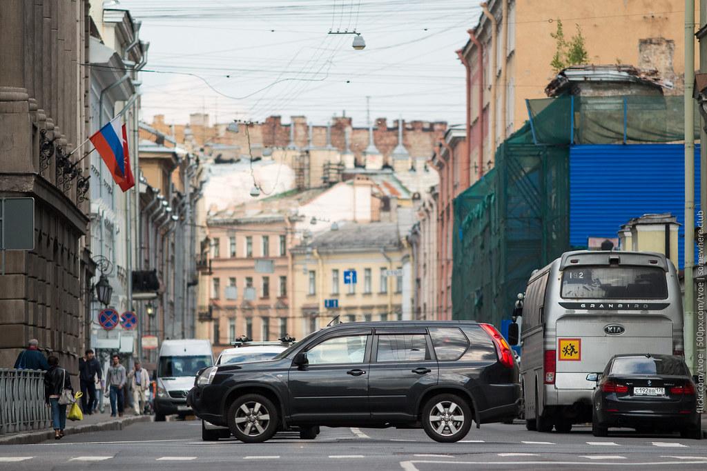 Nissan X-Trail на улицах Санкт-Петербурга