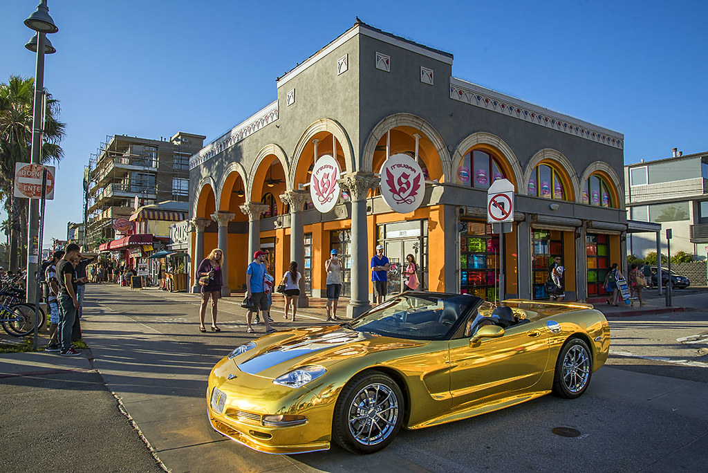 Gold Corvette Venice Beach California Usa Pedro