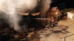 Valva: vasto incendio distrugge 530 rotoli di fieno e un capannone