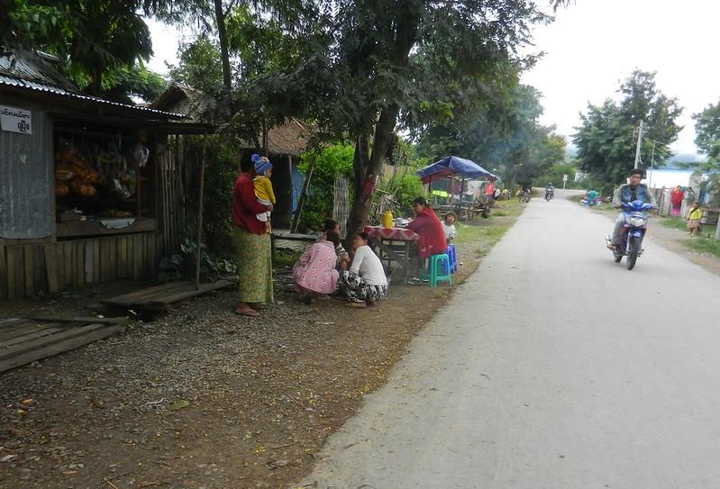 Мьянмцы в Нуанг Шве