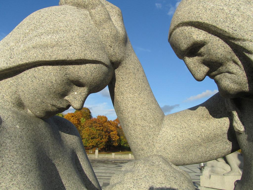 Escultura Madre e hija en el parque Vigeland