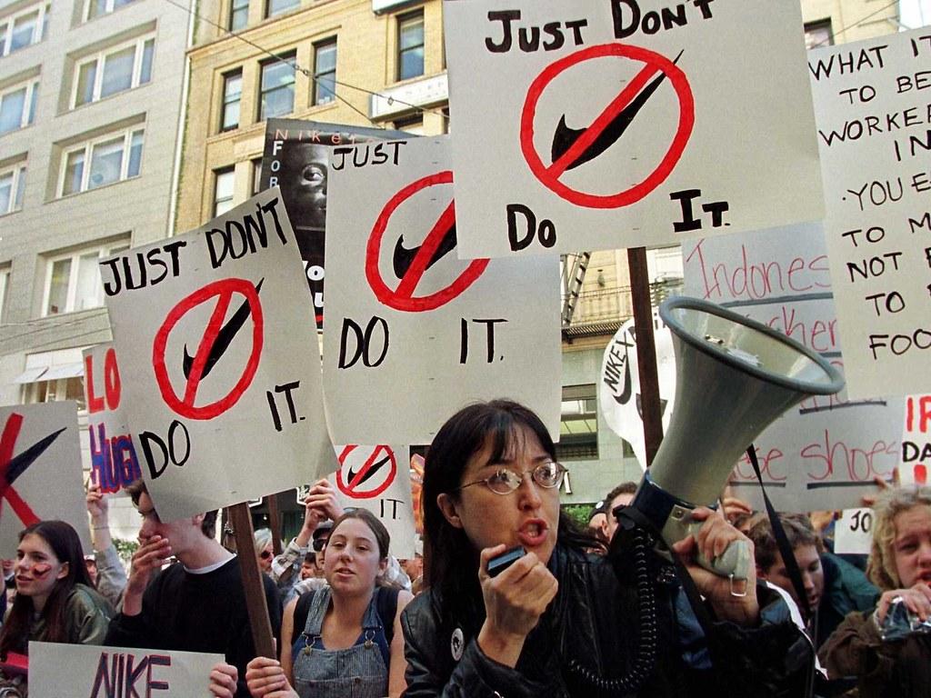 比起协助个别女性脱贫,起身反对造成剥削的垄断资本和政经体制,或许才是更釜底抽薪之计。(照片来源:Reuters)