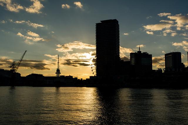 ハーバーランドの観覧車と夕陽