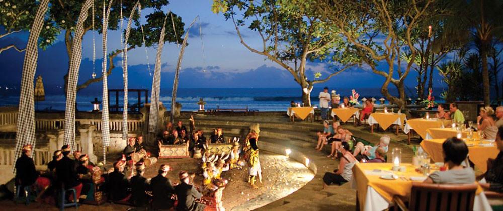 1-amphitheatre-dinner