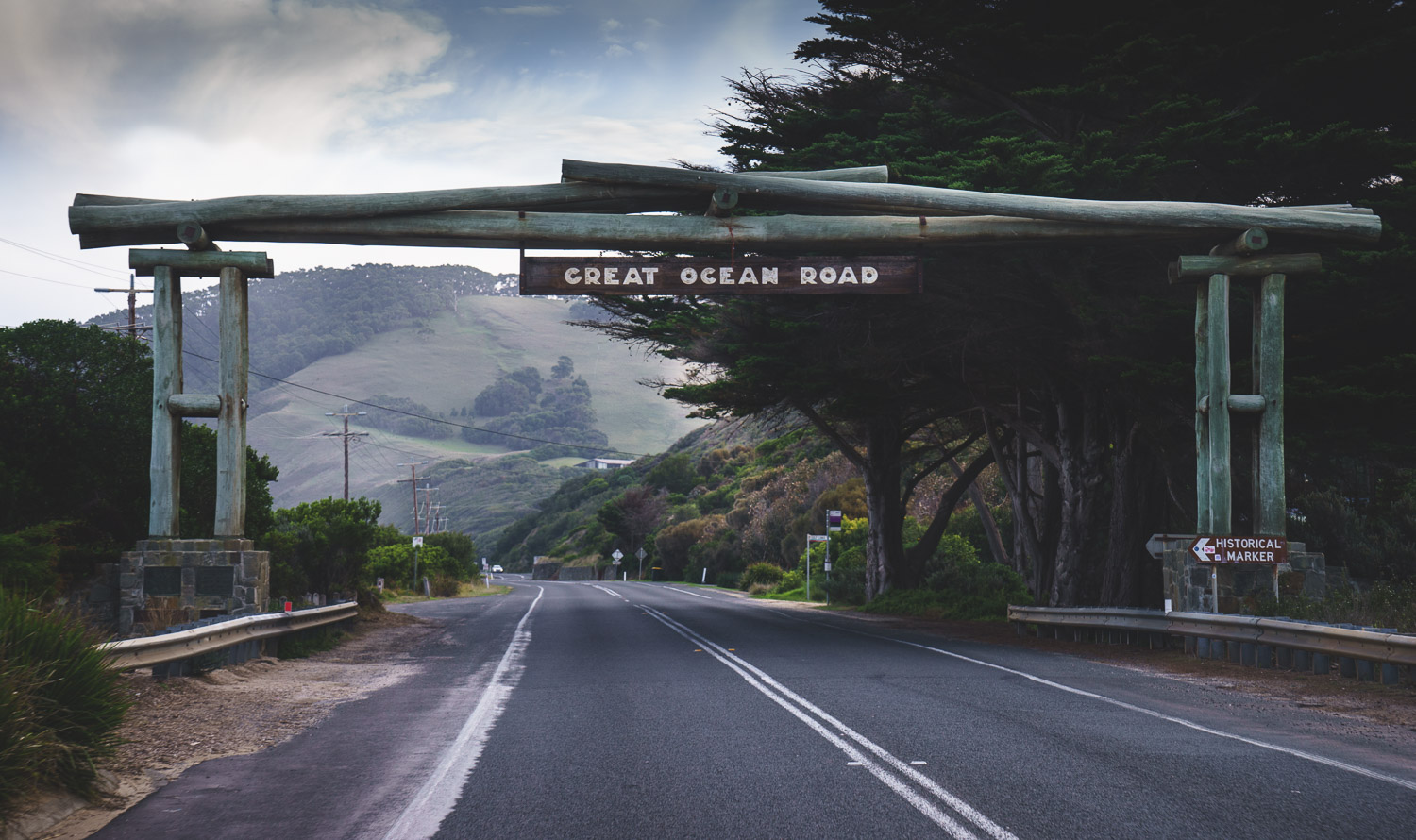 Official entry sign over the great ocean road