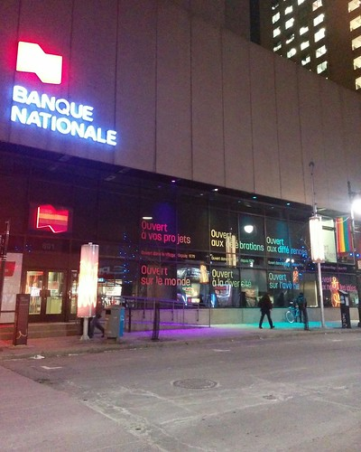 Banque nationale, rue St-Hubert and rue Sainte-Catherine est