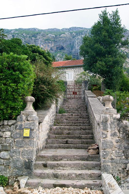 Лестница к дому в Доброте
