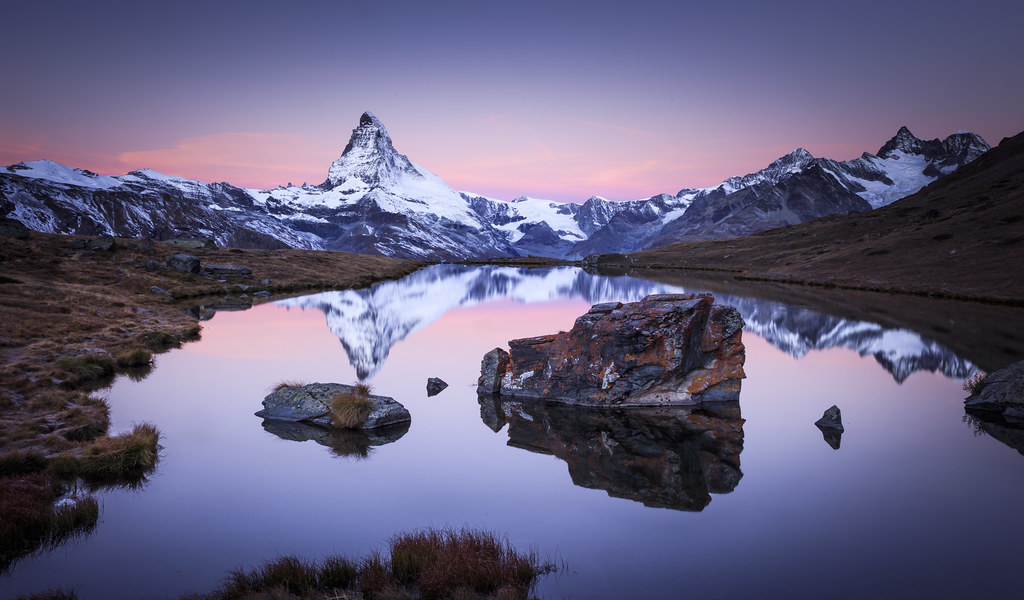 mirror of the king the matterhorn an iconic symbol of. Black Bedroom Furniture Sets. Home Design Ideas
