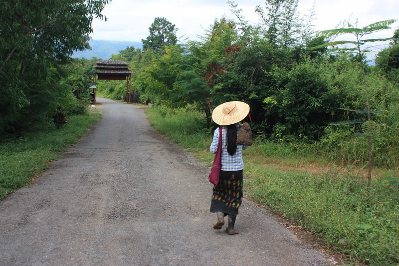 Работники винодельни Бирмы