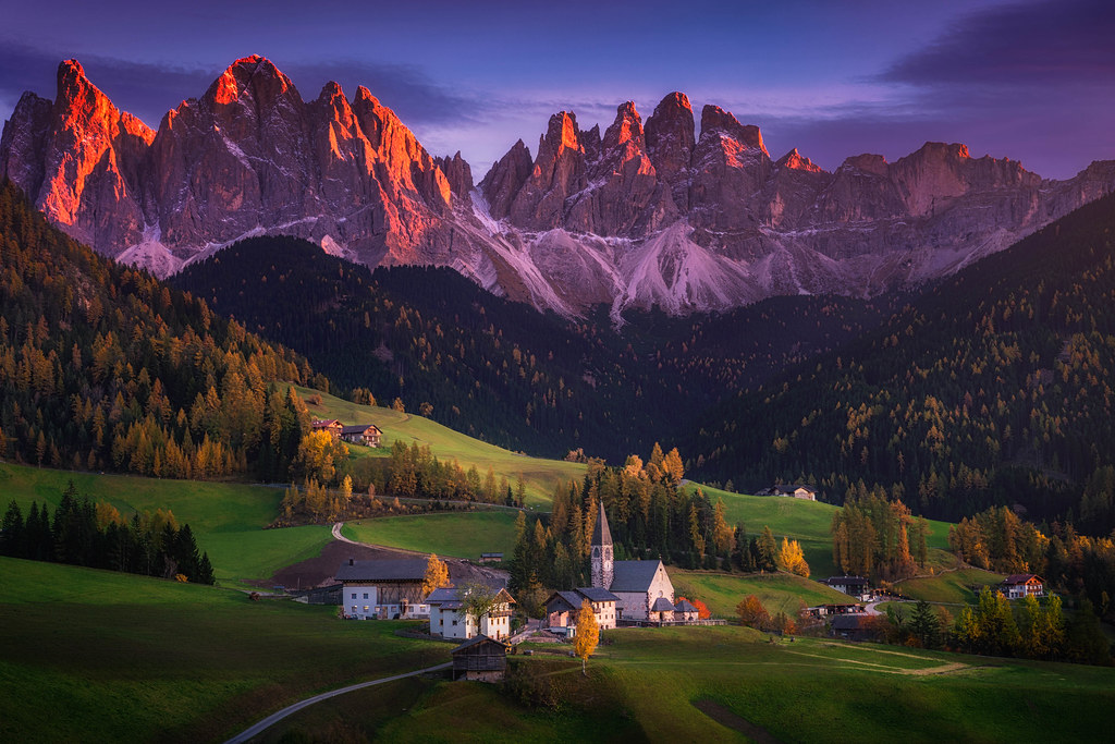 Dolomiti Painting Beautiful Alpenglow On The Mountain Rang Flickr