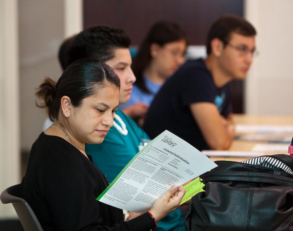 студенты изучают рак прямой кишки