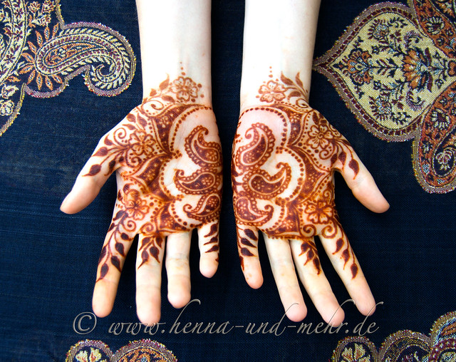 Group Mehndi Hands : Henna hands and feet flickr