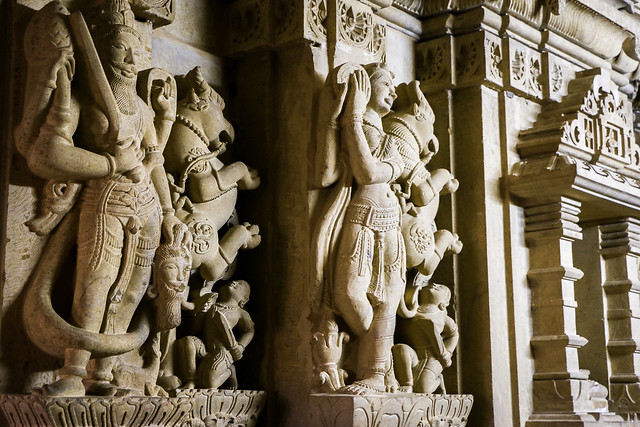 Statues in Amar Sagar Jain temple, Jaisalmer, India ジャイサルメール アマルサガルのジャイナ教寺院内の像