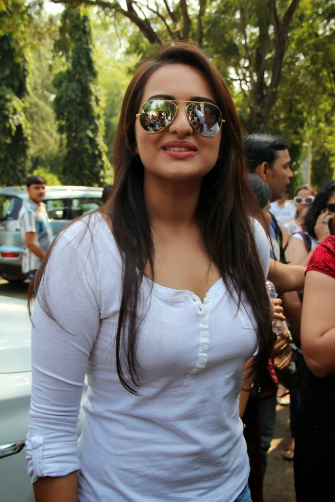 Bollywood Actress Sonakshi Sinha Latest Photos In Jeans At -9242