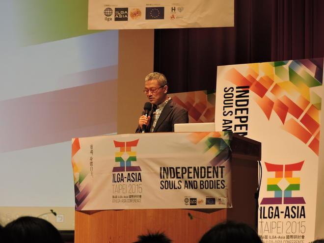 喀飛在ILGA會議開幕致詞發言。(照片取自同志諮詢熱線協會)