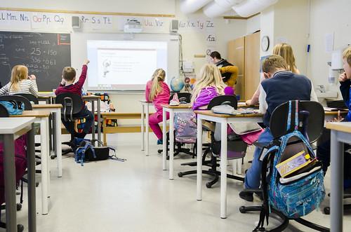 Isabelle Trondsæter tykkjer praksisen i lærarutdanninga førebudde ho godt til kvardagen i klasserommet, men skulle gjerne lært meir om alt rundt. Foto: Andrea Nøttveit