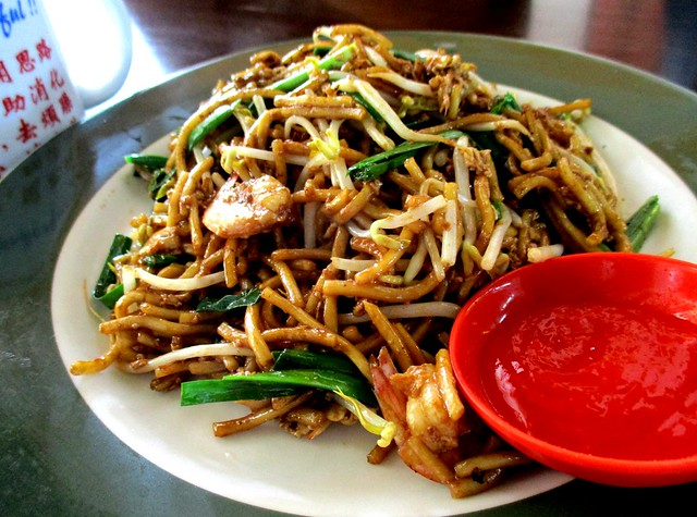Colourful fried noodles