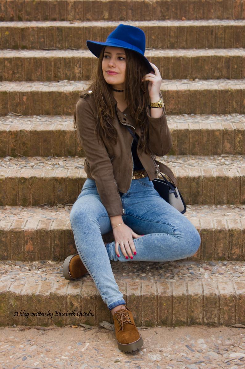 jeans denim HEELSANDROSES Elisabeth Oviedo body terciopelo azul oxfords marrones sombrero azul (1)