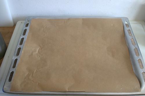 29 - Backblech mit Backpapier auslegen / Cover baking plate with baking paper
