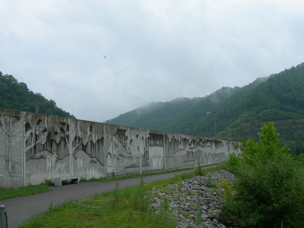 Matewan Wv Flood Wall The Town Of Matewan Lies On The