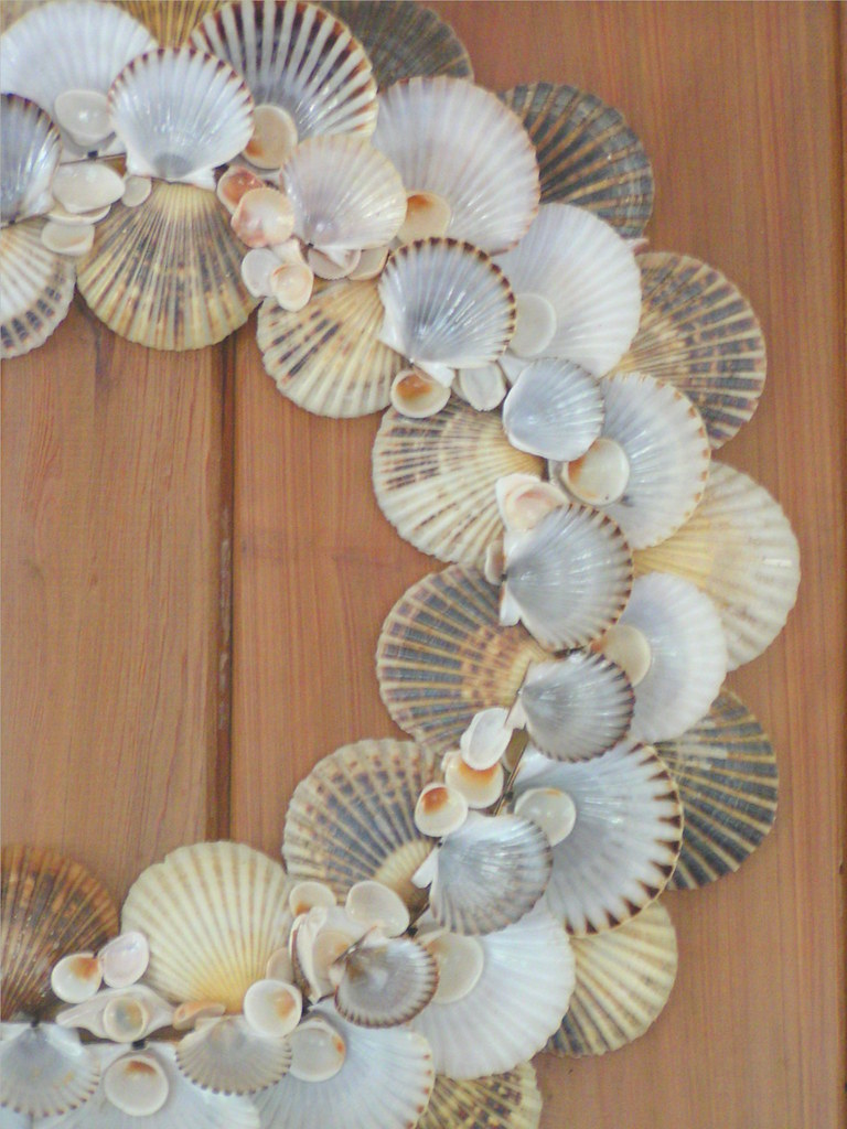 Nantucket scallop wreath mary kate flickr for Seashell wreath craft ideas