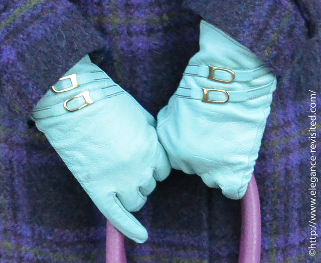 gloves with buckles