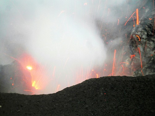 Explosion in Mt Yasur crater - Tanna Island | by pacoalfonso