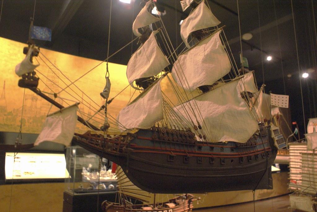Maquette d'un bateau de commerce occidental naviguant entre l'Asie et l'Europe dans le musée de Siam à Bangkok.