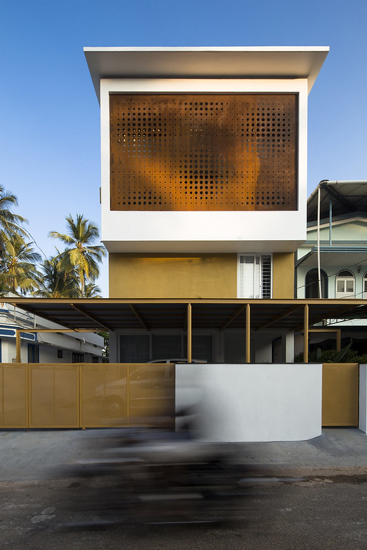 The Breathing Wall Residence by Lijo Reny Architects