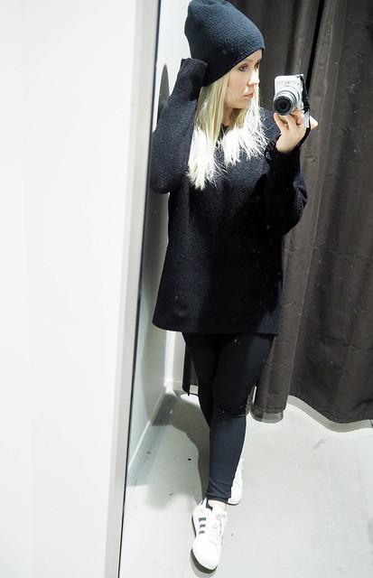 PB258346.jpgALlBlackOutfit, black outfit, musta asu, kokonaan musta asu, rento, casual, comfy, mukava, lämmin, warming outfit, oversized black sweater, paksu musta väljä neule, clothes, vaatteet, black friday, musta perjantai, talvi, winter, syksy, autumn, fall, asua, fashion, muoti,