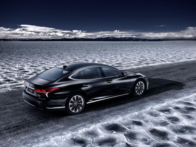 Lexus_LS_500h_teaser-2