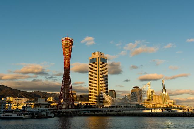 夕日に照らされるポートタワー