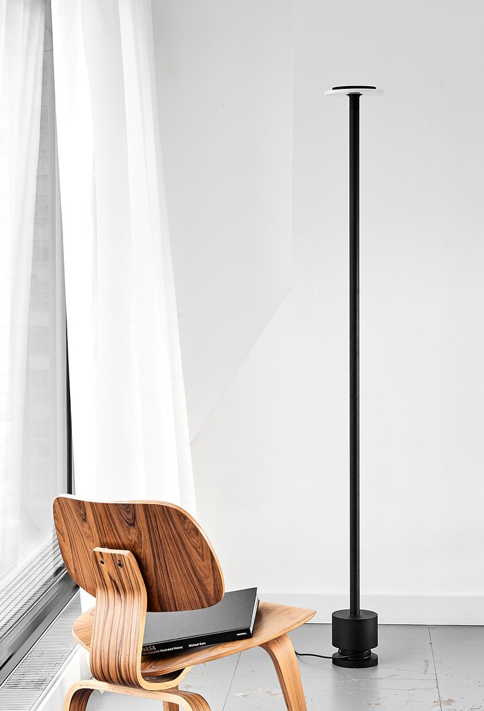 Minimal pendant and floor lamp by London-based designerr Romain Voulet Sundeno_02