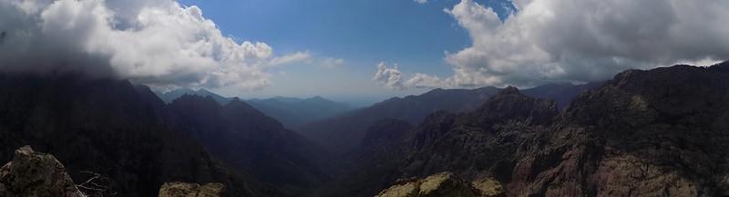 Sommet du Monte Saltare : la Cavichja en aval vers Galeria