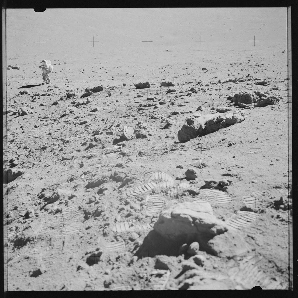 Film >> AS17-142-21812 | Apollo 17 Hasselblad image from film magazi… | Flickr