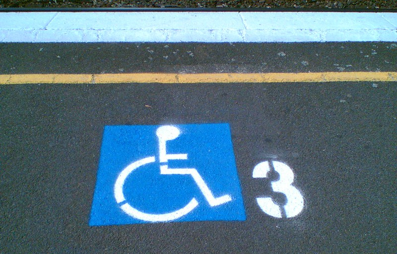 3-car train wheelchair boarding point (March 2007)